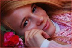 Mujer rosa (-Ana Lía-) Tags: woman argentina donna mujer nikon retrato adolescente femme rosa invierno sonrisa mirada novia fotografía aprehendiz
