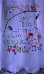 Mais um pouquinho de mim....E afinal....  o comeo de uma nova semana ..Lgico Sem Estresse!!!! (soniapatch) Tags: flowers sun flores chicken galinha handmade embroidery bee hen bordados panodeprato clothwasher