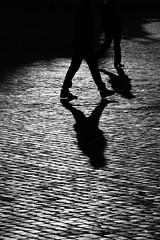 Asincroni (luce_eee) Tags: woman man walking shadows streetphotography ombre sampietrini canon70200f4l domenicapomeriggio mondiparalleli canon400d bnvitadistrada asincroni