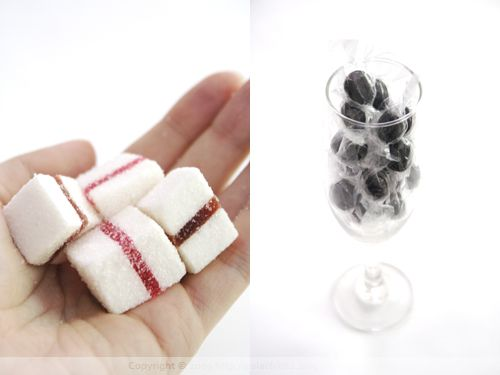 Snow White Gelee & Black Bonbons