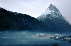 Straumshornet og tke (Martin Ystenes - on vacation between mountains) Tags: mountain mountains nature norway fog landscape photography norge photo nikon foto natur norwegen norwegian fjord