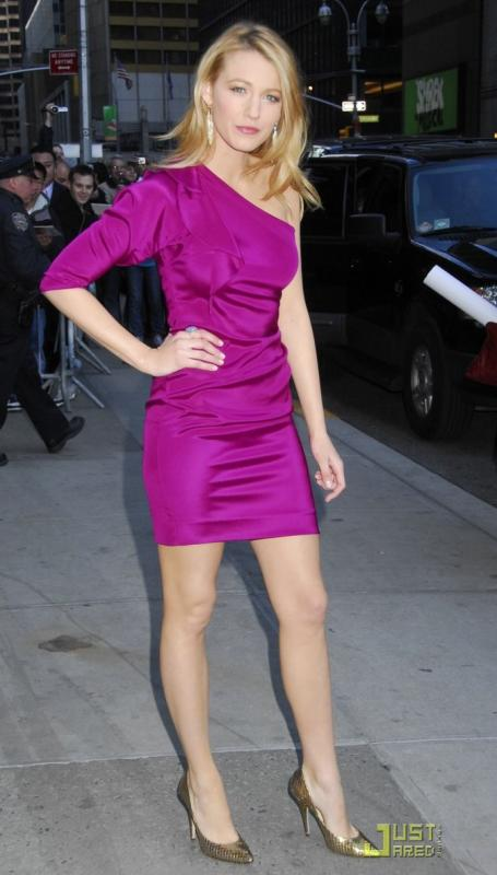 blake-lively-loves-late-night-06