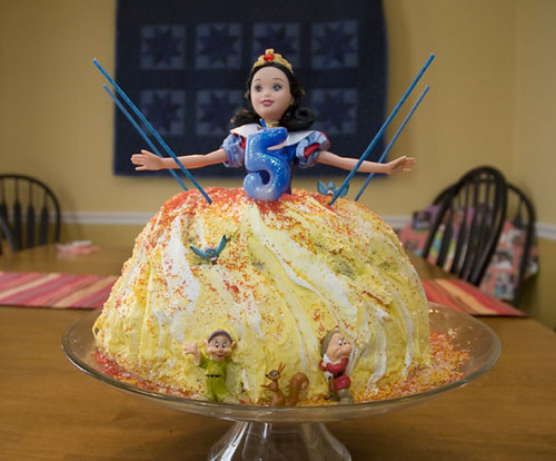 snow white cake images. snow white cake