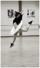 en lo más alto (esther kiras) Tags: portrait canon dance retrato dancer salto plato barra baile tutu bailarina 400d