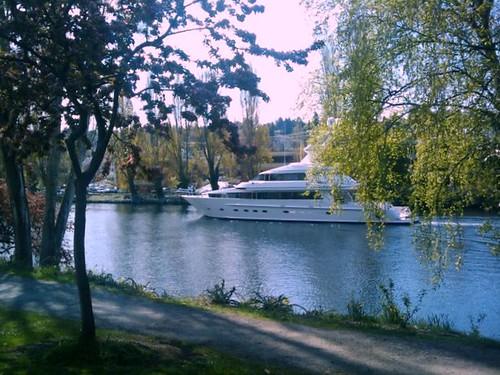 Yacht a la canal