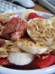 banana strawberry overnight oats
