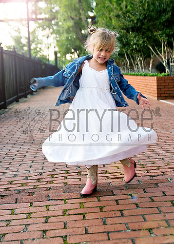 3601067785 a25e3b544c Urban fun (and a whole lot of fashion)!   BerryTree Photography : Canton, GA Child Photographer
