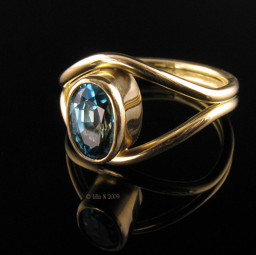 Blue Zircon 18k Gold Ring