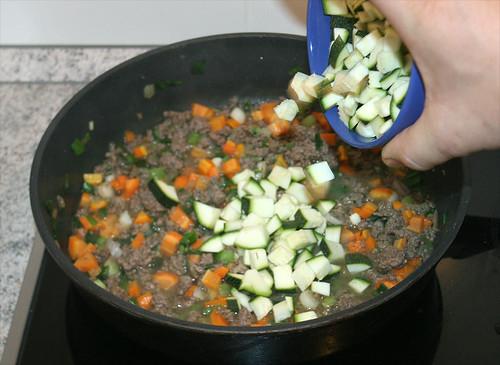 23 - Zucchini beifügen