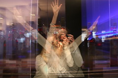 Mehrfachbelichtung (corinnahuber85) Tags: gasteig deutsches museum gleis brücke brille obst gast auto zucker liebe spirituosen glas licht hand abstrakt blau laufen fotografieren alkohol weinglas bar nudeln bunt verwischt zoom