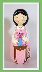 Em clima de comemoração!!! - Bonequinha a ser sorteada! - Fechado o sorteio!!! (Belle Bellica) Tags: wood pink flowers flores cat painting doll rosa craft gato handpainted boneca pintura