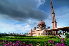 Putra Mosque / Masjid Putra III (Firdaus Mahadi) Tags: building tower architecture muslim islam mosque muslimah malaysia putrajaya hdr highdynamicrange masjid islamic bangunan photomatix biuldings putramosque 3exposures masjidputra manfrotto055xprob tokina1116mmf28 islamcultureandpeople firdausmahadi firdaus™