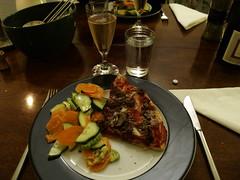 Pizza med oksekød, gorgonzola og champignon