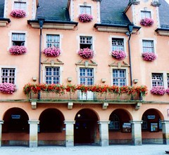 TOWNSQUARE6 (novasdtr) Tags: street travel pink windows history tourism architecture buildings germany streetscene historic historical portals historicalbuildings touristattractions townsquare historicbuildings historicsites