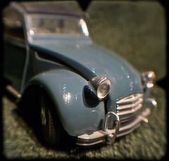 Le Deux Cheveaux (Citroen 2CV) en TTV (heritagefutures) Tags: wood blue light france scale car toy model tube citroen duckling ugly deux 2cv ente makebelieve modelcar 117 viewfinder olbia solido cheveaux ttv throughtheviewfinder nikolbia throughtheviewfindernikolbia