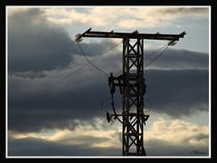 Alta tensin. (Marian Blasco fotografa) Tags: torre olympus cables cielo nubes tormenta electricidad e510 tensin voltaje marian2705