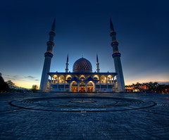 Shah Alam Mosque (vedd) Tags: longexposure sunset canon eos mosque malaysia bluehour hdr selangor shahalam nd400 9xp shahalammosque 400d vertorama