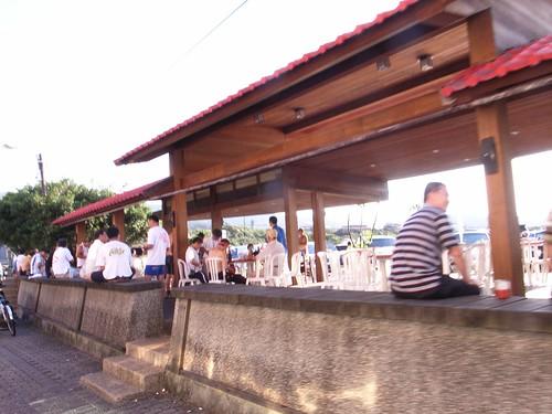 台北捷兔的朋友在東興宮喝啤酒休息
