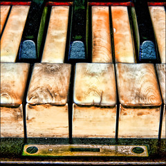 ~ Play with me... ~ (ViaMoi) Tags: antique piano digitalcameraclub konzertfotos platinumphoto viamoi 100commentgroup topazadjust