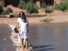 Cross the river (Carlitos) Tags: africa woman sarah mujer martha morocco maroc marruecos ksar kasbah  atbenhaddou soussmassadra  almarib  athbenhadu
