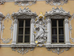 Wrzburg: Haus zum Falken (zug55) Tags: windows window germany bayern deutschland bavaria fenster franconia franken wrzburg marktplatz rococo rokoko falkenhaus hauszumfalken dwwg