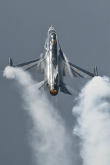 f16 at Volkel (Spaak) Tags: airplane demo fighter smoke jet cockpit airshow f16 vliegtuig afterburner opendagen fightingfalcon belgianairforce luchtmachtdagen belgianaircomponent luchtcomponent mitchbeulen