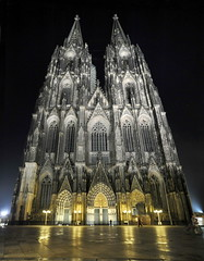 Cologne Cathedral at night (stephanrudolph) Tags: church night wow germany deutschland nikon europa europe availablelight cologne wideangle kln crop nrw tamron 1735mm otw tamronspaf1735mmf284dildasphericalif mywinners abigfave platinumphoto d700 flickraward saariysqualitypictures
