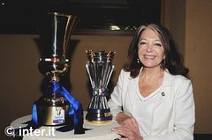 Bedy Moratti con trofeo Coppa Italia 2011 e Coppa Unità d' Italia
