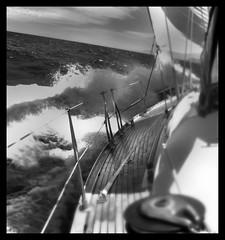 Aguas turbulentas (Albert Pamies) Tags: mar agua barco ship albert pasarela tormenta olas embarcacin pamies athalbull
