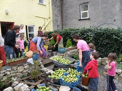 cider-making day in Cloughjordan (by: thevillage.ie)