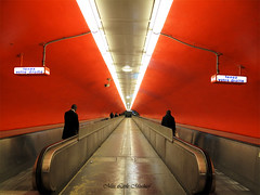 Tenez votre droite (among the clouds (catching up <3)) Tags: light red tunnel symmetry perpsective