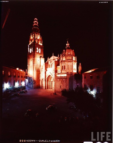 Exterior de la Catedral de Toledo en 1963. Fotografía de Dmitri Kessel. Revista Life