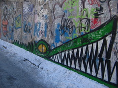 (kasia o) Tags: berlin animal wall graffiti crocodile tier eastsidegallery berlinermauer krokodil