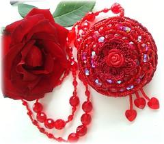 Rosa Vermelha, colar perfumado (Lidia Luz) Tags: rose necklace beads handmade embroidery crochet rosa colar croch lidialuz