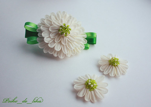 white kanzashi set