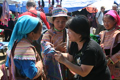 Haggling at Bac Ha (jackie.wong) Tags: market vietnam trading sundaymarket traditionalcostume sapa hmong bacha flowerhmong northvietnam tribalpeople wovenbag