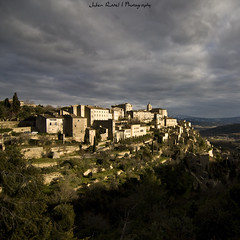 Gordes | Lubron (Julien Ratel ( Jll Jnsson )) Tags: city light sky storm france color rock clouds canon buildings square landscape town bravo village lumire south stormy paca tokina ciel nuages paysage region gordes department rocher couleur gordo orage sud classified carr vaucluse rgion batiments dpartement lubron provencealpesctedazur 1224f4 orageux class plusbeauxvillagesdefrance francelandscapes eos40d calavon julienratel parcnaturelrgionalduluberon julienratelphotography grda montsdevaucluse montagnedulubron
