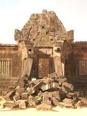 Champasak (tonuzi) Tags: ruins champasak lpdoors lpdamaged