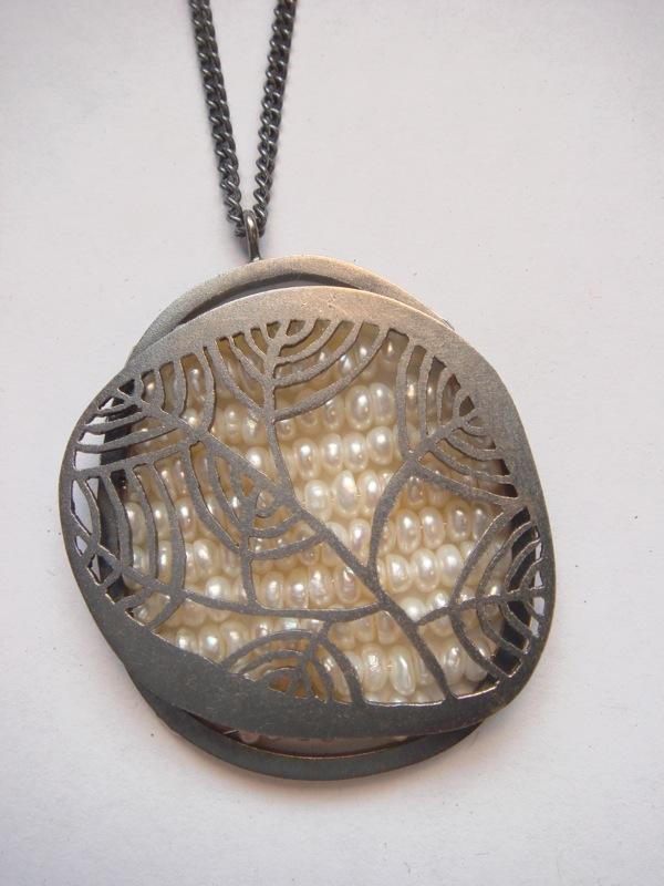 pearl reef neckpiece