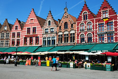 Colorful Houses in Bruges (Habub3) Tags: street city travel color architecture buildings restaurant photo search nikon belgium brugge explore architektur bruges farbe belgien d300 colorfulhouses brgge kulturhauptstadt bruegge inbruges habub3