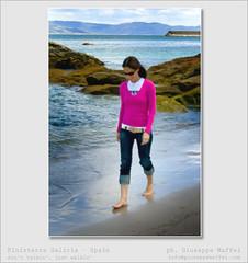 Ain't talkin', just walkin' (giuseppe maffei - www.giuseppemaffei.eu) Tags: ocean blue sky woman walking spain sand cabo blu galicia cielo cape spagna finisterre fisterra