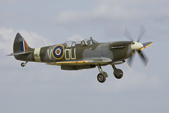 Spitfire (Linton Snapper) Tags: airshow duxford spitfire iwmduxford tonysmith