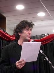 Neil Gaiman at Chapters reading