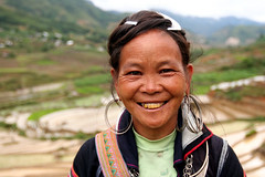 Black hmong woman  Sapa (Jules1405) Tags: portrait people woman mountain black face field asian asia noir vietnamese paddy north vietnam viet asie sapa hmong nam asiatique montagnard reflectionsoflife vietnamien lovelyphotos hmongs jules1405 unseenasia hmongden