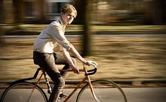 [フリー画像] [人物写真] [男性ポートレイト] [外国人男性] [イケメン] [自転車]      [フリー素材]