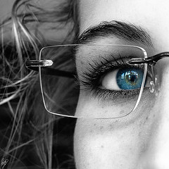 Ara Que Tinc Vint Anys (Paco CT) Tags: blue iris people woman reflection eye azul ojo mujer gente daughter personas explore reflejo gafas cumple persons 20 eyeglasses bd 2009 hija patri efh ojazo elfactorhumano thehumanfactor ltytr2 ltytr1 humanpresence pacoct presenciahumana