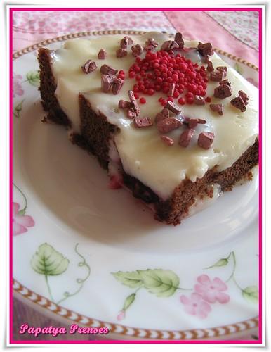 böğürtlenli küp kek tatlısı