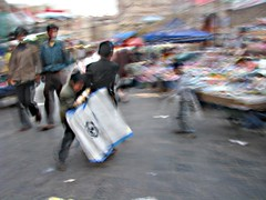 Kids playing around (M!) Tags: children shops playin soog bab yemeni alyemen algmelh