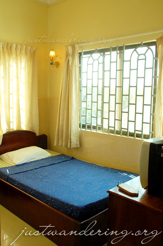 Mandalay Inn single room