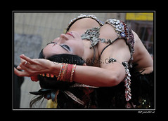 12834 (www.ted-photos.ch) Tags: france festival ball dragon indian arts rue sion boule artiste spectacle danseuse comique contorsioniste quilibriste
